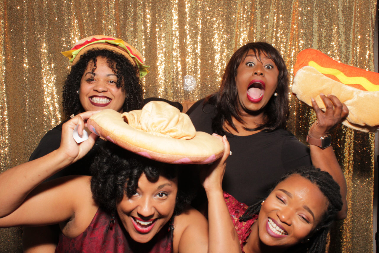 Friends Photo Getem Twisted Photo Booths